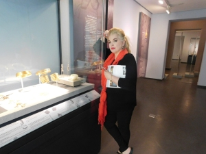 JEAN SASSON AT MUSEUM IN KUWAIT CITY